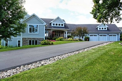McHenry Single Family Home For Sale: 3000 North Bayview Lane