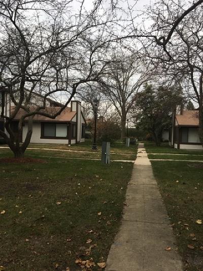 Hanover Park Condo/Townhouse For Sale: 5638 Pebblebeach Drive #5638