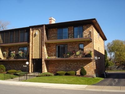 Palos Heights, Palos Hills Condo/Townhouse Contingent: 11337 Moraine Drive #2-L