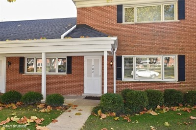 Hinsdale Condo/Townhouse For Sale: 702 Chanticleer Lane