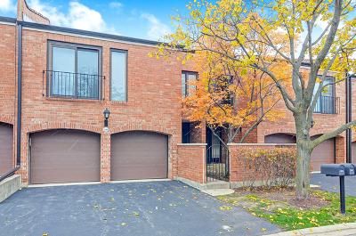 Oak Brook Condo/Townhouse For Sale: 19w246 Gloucester Way