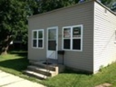 Elgin Commercial For Sale: 689 Wing Street