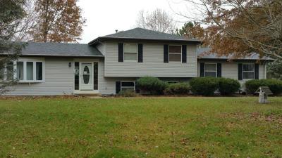 St. Charles Single Family Home Contingent: 7n298 Longridge Road