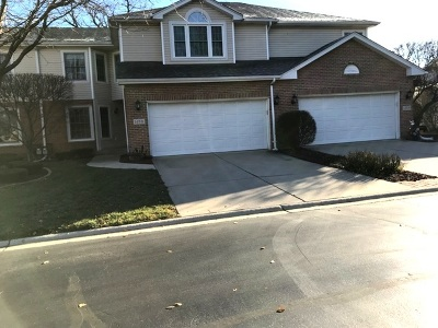 Oak Forest Condo/Townhouse Contingent: 14531 Club Circle Drive