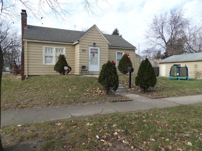 Aurora IL Single Family Home New: $155,000