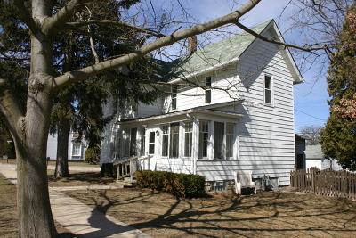 Hampshire Single Family Home For Sale: 200 East Jefferson Avenue