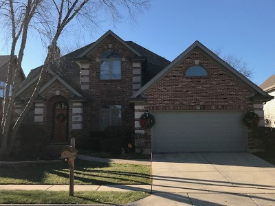Aurora Single Family Home For Sale: 1307 Cranbrook Circle