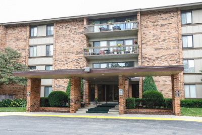 Willowbrook Condo/Townhouse For Sale: 101 Lake Hinsdale Drive #200