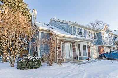 Elgin Condo/Townhouse For Sale: 1061 Quaker Hill Court #1