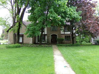 St. Charles Single Family Home For Sale: 2013 Red Oak Lane