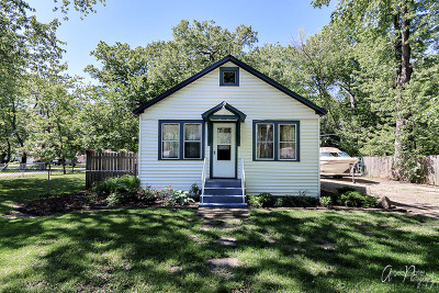 McHenry Single Family Home For Sale: 715 Oeffling Drive