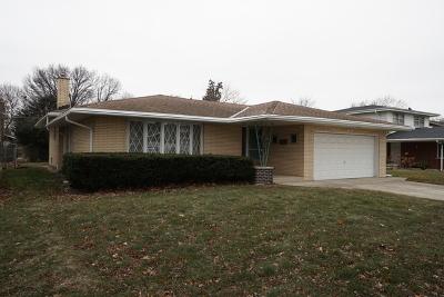 Oak Lawn  Single Family Home For Sale: 9132 South Komensky Avenue