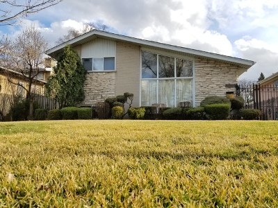 Lincolnwood Single Family Home For Sale: 4845 West Greenleaf Avenue