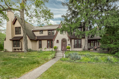 Downers Grove Single Family Home For Sale: 1660 Prairie Avenue