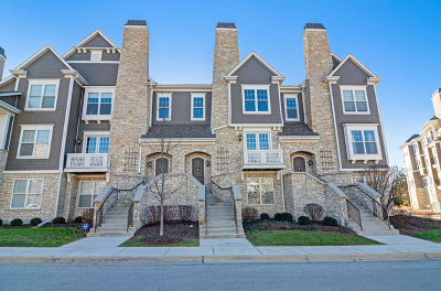 Hinsdale Condo/Townhouse For Sale: 75 West Kennedy Lane
