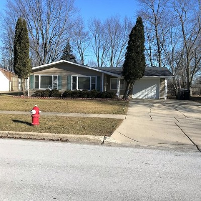 Streamwood Single Family Home Contingent: 615 Lincolnwood Drive