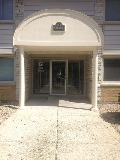 Clarendon Hills Condo/Townhouse For Sale: 500 Chase Drive #9