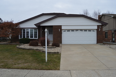 Oak Forest Single Family Home For Sale: 6417 157th Street
