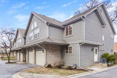 Clarendon Hills Condo/Townhouse For Sale: 414 Clarendon Court