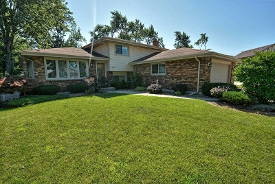 Oak Forest Single Family Home For Sale: 14737 Sunset Court