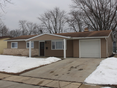 Hanover Park Single Family Home For Sale: 7467 Cumberland Drive