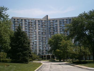 Oak Brook Condo/Townhouse Contingent: 40 North Tower Road #10F