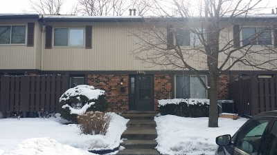 Downers Grove Condo/Townhouse For Sale: 7303 Winthrop Way #2
