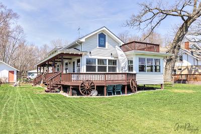 Johnsburg Single Family Home For Sale: 1615 Sunnyside Beach Drive