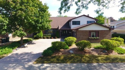 Arlington Heights Single Family Home For Sale: 2425 North Drury Lane
