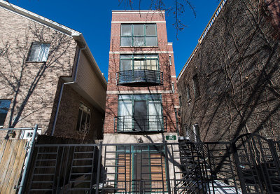 Chicago Condo/Townhouse Contingent: 1642 West Julian Street #1