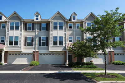 Aurora Condo/Townhouse For Sale: 3337 Kentshire Circle