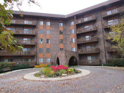 Bloomingdale Condo/Townhouse For Sale: 120 Lakeview Drive #302