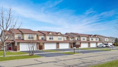 Maple Park Condo/Townhouse For Sale: 233 West Dekalb Drive