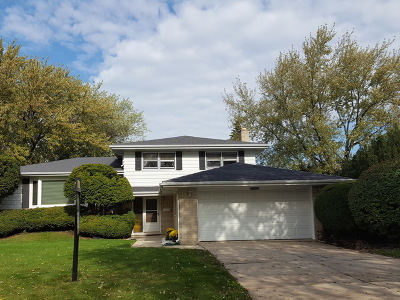 Darien Single Family Home Contingent: 18w012 73rd Street