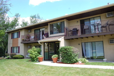 Clarendon Hills Condo/Townhouse Contingent: 5705 Holmes Avenue #1D
