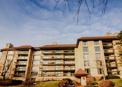 Northbrook Condo/Townhouse For Sale: 1621 Mission Hills Road #508
