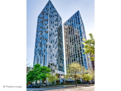 Condo/Townhouse For Sale: 345 West Fullerton Parkway #508