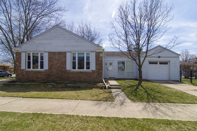 Skokie Single Family Home For Sale: 4405 Kirk Street
