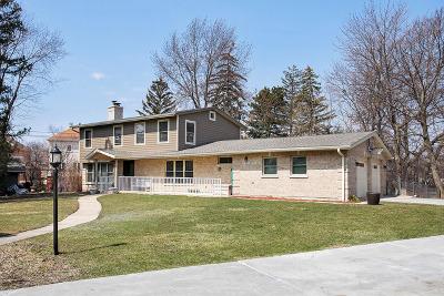 Glenview Single Family Home For Sale: 808 Huber Lane