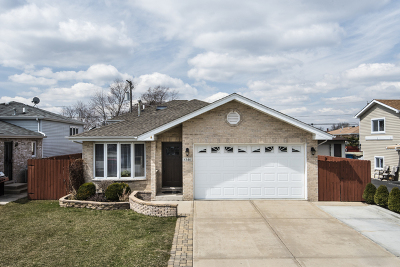 Bridgeview Single Family Home For Sale: 8346 South 77th Court