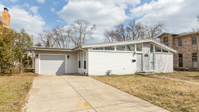 Highland Park IL Single Family Home For Sale: $299,900