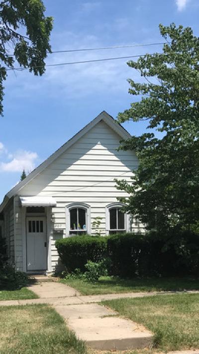 Lemont Single Family Home Contingent: 207 East Custer Street