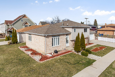 Bridgeview Single Family Home For Sale: 7799 South 78th Court