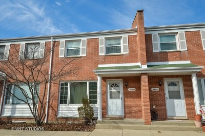 Glenview Condo/Townhouse For Sale: 2122 Rugen Road #D