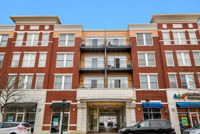 Forest Park Condo/Townhouse Contingent: 7243 Madison Street #323
