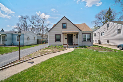 Lombard IL Single Family Home For Sale: $279,900