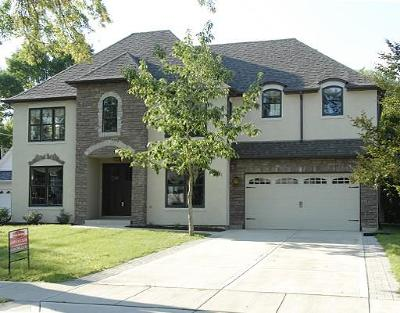 Naperville Single Family Home For Sale: 209 Robin Hill Drive