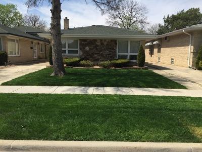 Evergreen Park Single Family Home For Sale: 8912 South Mozart Avenue
