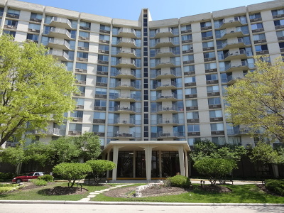 Oak Brook Condo/Townhouse For Sale: 20 North Tower Road #8C