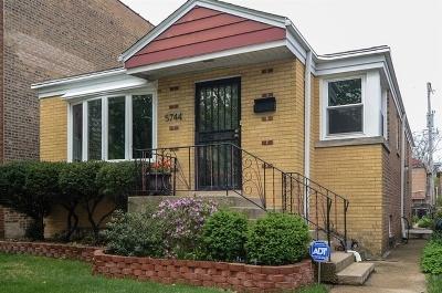 Single Family Home For Sale: 5744 North Francisco Avenue